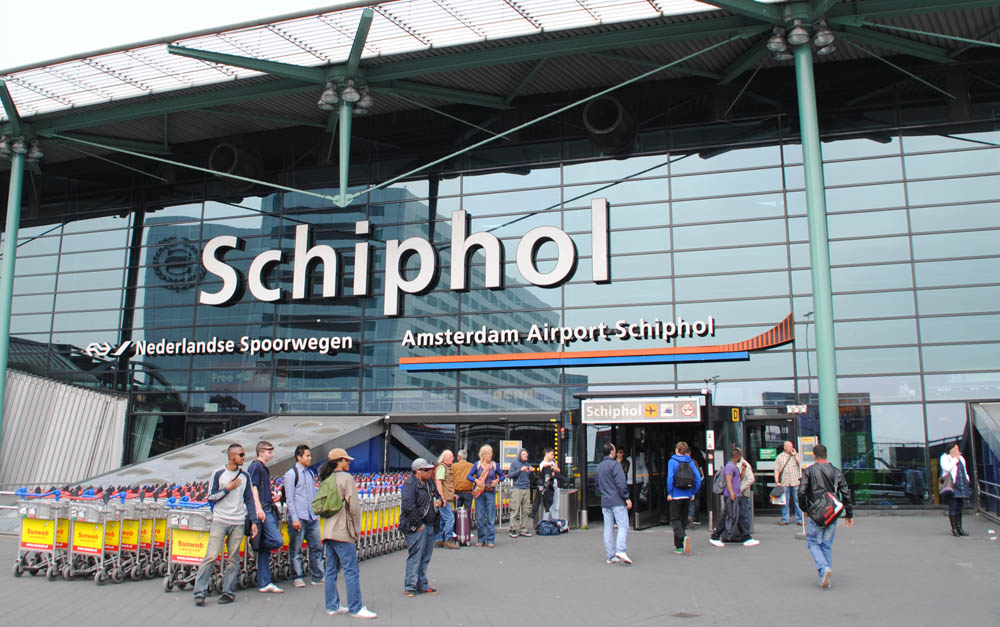 Schiphol_Amsterdam_Airport_entrance-1k